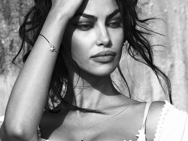 First photo of Madalina Ghenea after birth