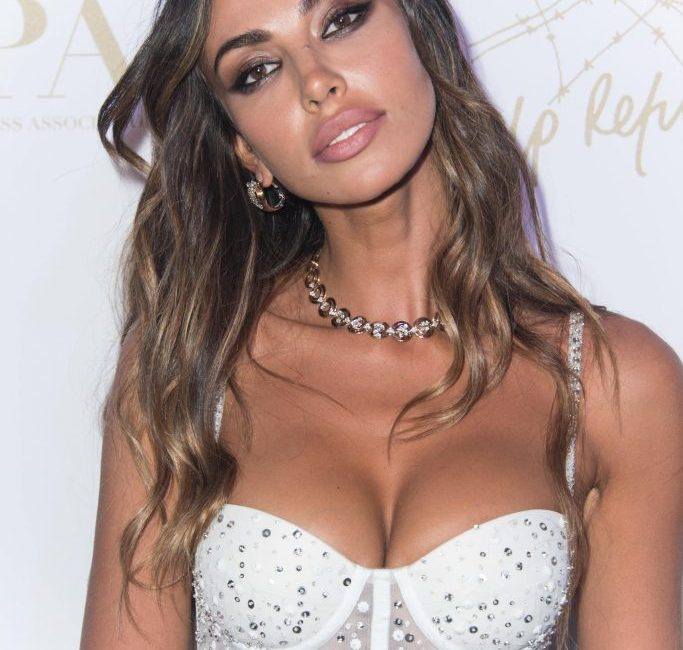 Mădălina Ghenea, charming at Cannes. He drew his eyes on the red carpet