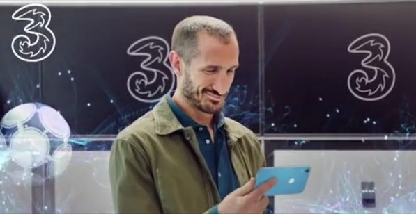 Tre launches the new Christmas advertising spot with Madalina Ghenea and Giorgio Chiellini – MondoMobileWeb.it | Telephony | Offers