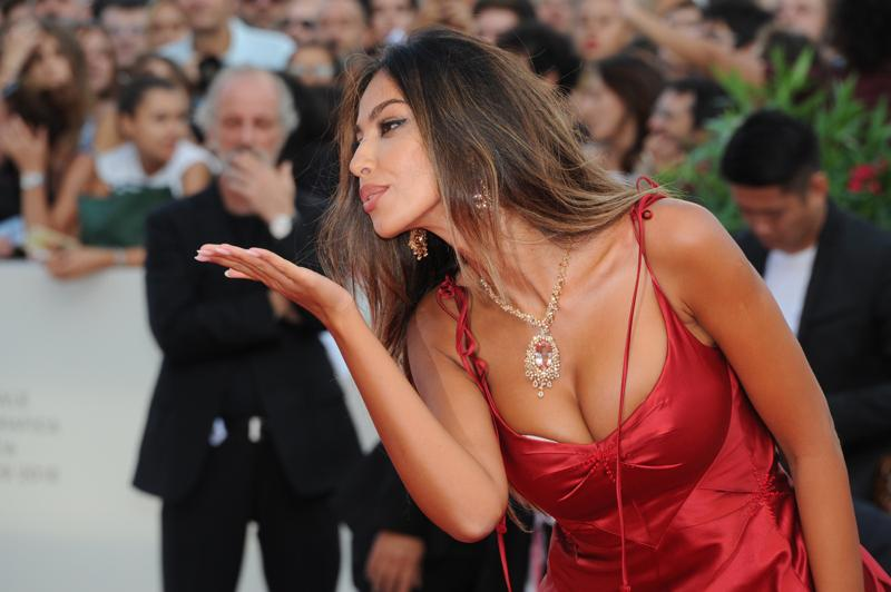Venice, Madalina Ghenea explosive in red. Bianca Balti shirt and mini. PHOTO