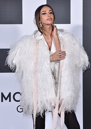 Madalina Ghenea illuminated the Moncler fashion show with her beauty. The model seemed wrapped in a cloud and her look left everyone speechless