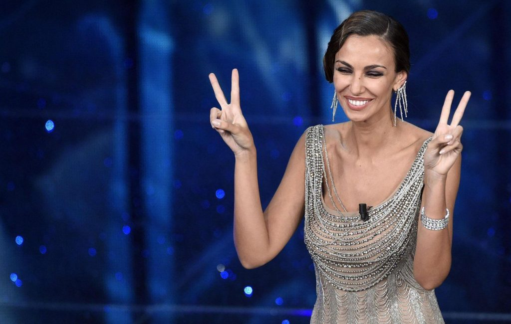 Sanremo 2016, Madalina Ghenea all the looks of the early evening – Tvzap