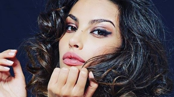 "Mădălina Ghenea, emergency at the hospital. ""Please …"