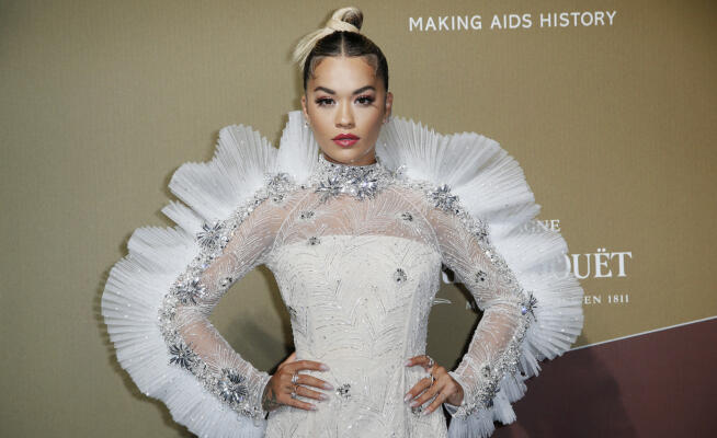 MFW: amfAR, the star of Rita Ora shines with the Angels of VS – Photo