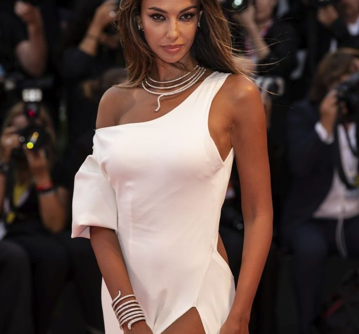 Mădălina Ghenea, present at the Venice Festival. He made rages on the red carpet Flash news, Photo gallery, News, Celebrities and Events